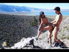 Med kjæresten min på toppen av fjellet