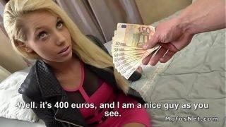Blondi narttu vittuile rahaa varten
