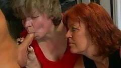De två knubbiga fruarna önskar styv kuk