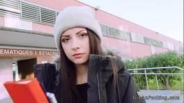 La piccola studentessa italiana scopa per soldi