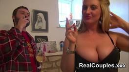 A szőke háziasszony imádja az anális szexet