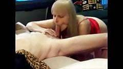 La femme blonde mature avale une grosse bite
